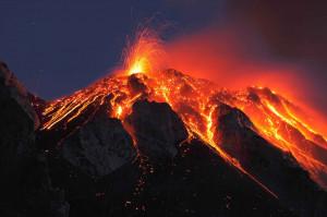 2048x1536-fit_stromboli-entre-nouveau-eruption-8-aout